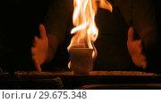 2 shots. Burning ceramic mug on pottery wheel. Стоковое видео, видеограф Aleksey Popov / Фотобанк Лори