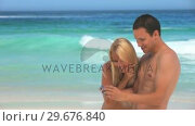 Man taking a picture of himself and his girlfriend on the beach. Стоковое видео, агентство Wavebreak Media / Фотобанк Лори