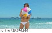 Купить «Woman with a beach ball», видеоролик № 29676916, снято 15 ноября 2010 г. (c) Wavebreak Media / Фотобанк Лори
