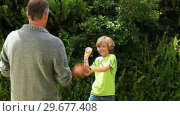 Купить «Father and son playing with a baseball ball», видеоролик № 29677408, снято 6 ноября 2010 г. (c) Wavebreak Media / Фотобанк Лори