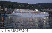 Купить «Ночной вид на японский круизный лайнер Pacific Venus в морском порту», видеоролик № 29677544, снято 7 сентября 2018 г. (c) А. А. Пирагис / Фотобанк Лори