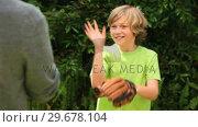 Купить «Blonde boy playing baseball», видеоролик № 29678104, снято 6 ноября 2010 г. (c) Wavebreak Media / Фотобанк Лори