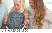 Купить «Girl helping her mother make a salad», видеоролик № 29681800, снято 25 ноября 2011 г. (c) Wavebreak Media / Фотобанк Лори