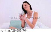 Купить «Cute dark haired woman text messaging with her smartphone », видеоролик № 29685764, снято 18 июля 2013 г. (c) Wavebreak Media / Фотобанк Лори
