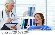 Pregnant woman consulting a female doctor. Стоковое видео, агентство Wavebreak Media / Фотобанк Лори