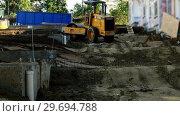 Купить «Engineer leveling ground with road roller», видеоролик № 29694788, снято 5 октября 2016 г. (c) Wavebreak Media / Фотобанк Лори