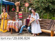 Купить «Russia, Khabarovsk, August 18, 2018: women and men in Russian-national costumes play folk musical instruments; balalaika and accordion», фото № 29696824, снято 18 августа 2018 г. (c) Катерина Белякина / Фотобанк Лори