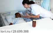 Купить «Female doctor giving medicine to sick girl», видеоролик № 29699388, снято 5 ноября 2016 г. (c) Wavebreak Media / Фотобанк Лори