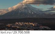 Купить «Петропавловск-Камчатский и вулкан. Time lapse», видеоролик № 29700508, снято 18 мая 2019 г. (c) А. А. Пирагис / Фотобанк Лори