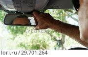 Купить «Senior man adjusting rear mirror of car», видеоролик № 29701264, снято 3 февраля 2017 г. (c) Wavebreak Media / Фотобанк Лори