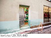 Купить «Граффити «Дверь в советский Новый год». Санкт-Петербург», фото № 29701440, снято 12 января 2019 г. (c) Сергей Афанасьев / Фотобанк Лори
