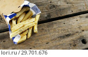 Купить «French fried chips in a take away container», видеоролик № 29701676, снято 13 января 2017 г. (c) Wavebreak Media / Фотобанк Лори