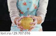 Купить «Woman molding a dough 4k», видеоролик № 29707016, снято 5 мая 2017 г. (c) Wavebreak Media / Фотобанк Лори