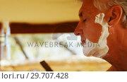 Купить «Man shaving his beard with razor in cottage 4k», видеоролик № 29707428, снято 12 мая 2017 г. (c) Wavebreak Media / Фотобанк Лори