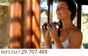 Купить «Woman looking through binoculars on safari vacation 4k», видеоролик № 29707488, снято 12 мая 2017 г. (c) Wavebreak Media / Фотобанк Лори