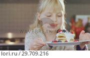 Купить «Girl holding plate of pancake 4k», видеоролик № 29709216, снято 23 января 2019 г. (c) Wavebreak Media / Фотобанк Лори