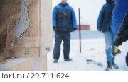 Купить «Construction site. A man hitting a wooden box with a hammer», видеоролик № 29711624, снято 20 марта 2019 г. (c) Константин Шишкин / Фотобанк Лори