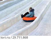 Купить «Sledding tubes from hill. Зимние забавы. Москва», фото № 29711868, снято 9 января 2019 г. (c) Валерия Попова / Фотобанк Лори
