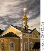 Купить «Буря над твердыней. Крест над часовней монастыря на фоне облачного неба.», фото № 29712752, снято 3 апреля 2018 г. (c) oleg savichev / Фотобанк Лори