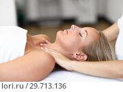 Young woman receiving a head massage in a spa center. Стоковое фото, фотограф Javier Sánchez Mingorance / Ingram Publishing / Фотобанк Лори