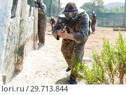 Купить «Male paintball player aiming with gun», фото № 29713844, снято 11 августа 2018 г. (c) Яков Филимонов / Фотобанк Лори