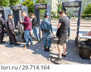 Купить «People pass through police frames metal detectors», фото № 29714164, снято 12 мая 2017 г. (c) FotograFF / Фотобанк Лори
