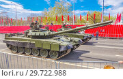 Купить «Russia, Samara, May 2018: Russian main tank T-72B3 with dynamic armor in the city.», фото № 29722988, снято 5 мая 2018 г. (c) Акиньшин Владимир / Фотобанк Лори