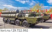 Купить «Russia, Samara, May 2018: Anti-aircraft missile system (SAM) S-300 parked up on the city street», фото № 29722992, снято 5 мая 2018 г. (c) Акиньшин Владимир / Фотобанк Лори