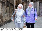 Senior ladies on roaming around city. Стоковое фото, фотограф Яков Филимонов / Фотобанк Лори
