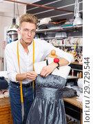 Купить «Tailor taking measurements of dummy», фото № 29729544, снято 20 октября 2018 г. (c) Яков Филимонов / Фотобанк Лори