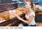 Купить «Smiling young woman customer buying fresh chicken», фото № 29729892, снято 20 июня 2019 г. (c) Яков Филимонов / Фотобанк Лори