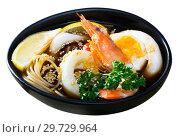 Купить «Spicy pan-Asian soup boiled with squid, shrimp, egg noodles», фото № 29729964, снято 26 июня 2019 г. (c) Яков Филимонов / Фотобанк Лори