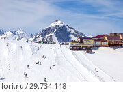 Купить «Идеальное место катания на лыжах на склоне горы курорта Домбай», фото № 29734148, снято 3 мая 2015 г. (c) Parmenov Pavel / Фотобанк Лори