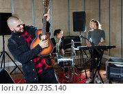 Купить «Emotional guy with guitar rehearsing», фото № 29735140, снято 26 октября 2018 г. (c) Яков Филимонов / Фотобанк Лори