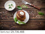 Купить «potato pancakes with sour cream on wooden table», фото № 29736488, снято 13 января 2019 г. (c) Майя Крученкова / Фотобанк Лори
