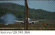 Купить «Airplane approaching and landing at Phuket airport», видеоролик № 29741364, снято 30 ноября 2018 г. (c) Игорь Жоров / Фотобанк Лори