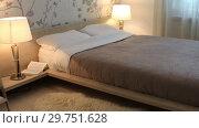 Купить «The interior of the bedroom with lamps», видеоролик № 29751628, снято 19 января 2019 г. (c) Алексей Кузнецов / Фотобанк Лори