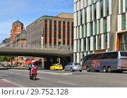 Купить «Vasagatan, major street in central Stockholm. Швеция», фото № 29752128, снято 9 июля 2018 г. (c) Валерия Попова / Фотобанк Лори
