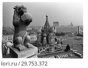 Химера на Спасской башне Московского Кремля. Стоковое фото, фотограф Борис Кавашкин / Фотобанк Лори
