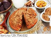 Купить «Свекольный пирог с изюмом. Домашняя кухня», фото № 29754032, снято 5 февраля 2018 г. (c) Надежда Мишкова / Фотобанк Лори