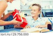 Купить «Girl is congratulation friend with his birthday», фото № 29756000, снято 7 августа 2017 г. (c) Яков Филимонов / Фотобанк Лори