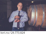 Winemaker inspecting quality of wine. Стоковое фото, фотограф Яков Филимонов / Фотобанк Лори