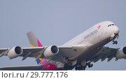 Купить «Asiana Airbus 380 take-off», видеоролик № 29777176, снято 19 июля 2017 г. (c) Игорь Жоров / Фотобанк Лори