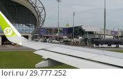 Купить «Airplanes in Suvarnabhumi airport», видеоролик № 29777252, снято 30 ноября 2017 г. (c) Игорь Жоров / Фотобанк Лори