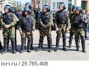 Купить «Soldiers of police special forces in riot gear», фото № 29785408, снято 5 мая 2018 г. (c) FotograFF / Фотобанк Лори