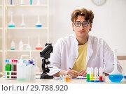 Купить «Funny crazy chemist doing experiments and tests», фото № 29788920, снято 15 августа 2018 г. (c) Elnur / Фотобанк Лори