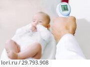 Купить «baby temperature measurement thermometer», фото № 29793908, снято 19 января 2019 г. (c) Mark Agnor / Фотобанк Лори