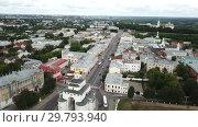 Купить «Panoramic aerial view of city center and Golden Gate in Vladimir, Russia», видеоролик № 29793940, снято 29 июня 2018 г. (c) Яков Филимонов / Фотобанк Лори