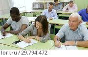 Купить «Group listening and writing during course», видеоролик № 29794472, снято 23 июля 2018 г. (c) Яков Филимонов / Фотобанк Лори