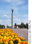 Купить «Калуга. Площадь Победы, летний день», эксклюзивное фото № 29794712, снято 12 августа 2018 г. (c) Dmitry29 / Фотобанк Лори